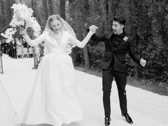 photos:-sophie-turner-and-joe-jonas-share-never-before-seen-pictures-from-2019-wedding-in-france