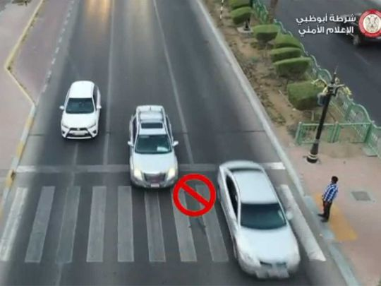 watch:-dh500-fine-and-six-black-points-for-not-stopping-at-pedestrian-crossings-in-uae