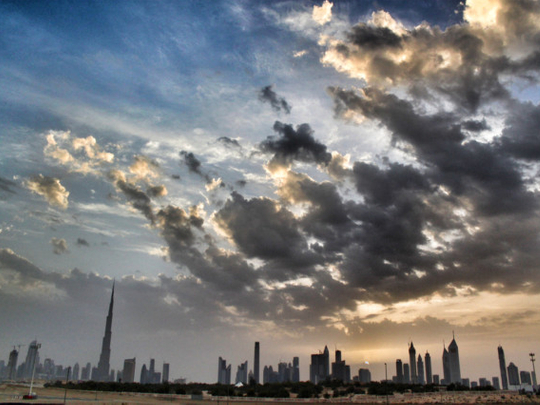 uae:-hot-day,-partly-cloudy-skies-in-abu-dhabi,-dubai-and-sharjah,-rains-expected-in-some-areas,-temperatures-to-hit-48°c
