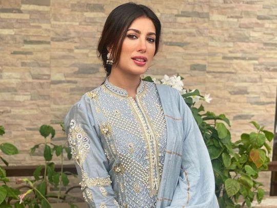 pakistani-actor-adnan-saddiqui-stuns-with-covid-19-news;-mehwish-hayat-considers-political-career